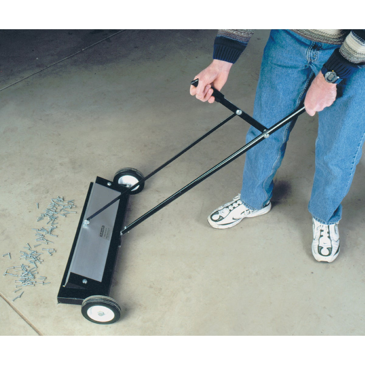 Master Magnetics 24 in. Magnetic Floor Sweeper Image 2
